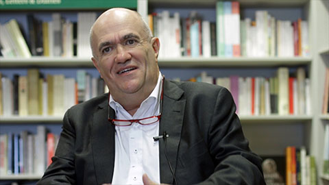 Colm Tóibín discusses his essay on the Easter 1916 rebellion.